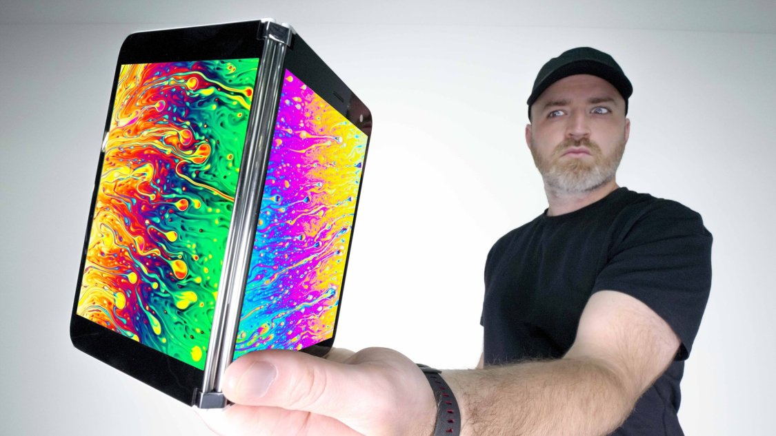 Unbox Therapy kollar in Microsoft Surface Duo