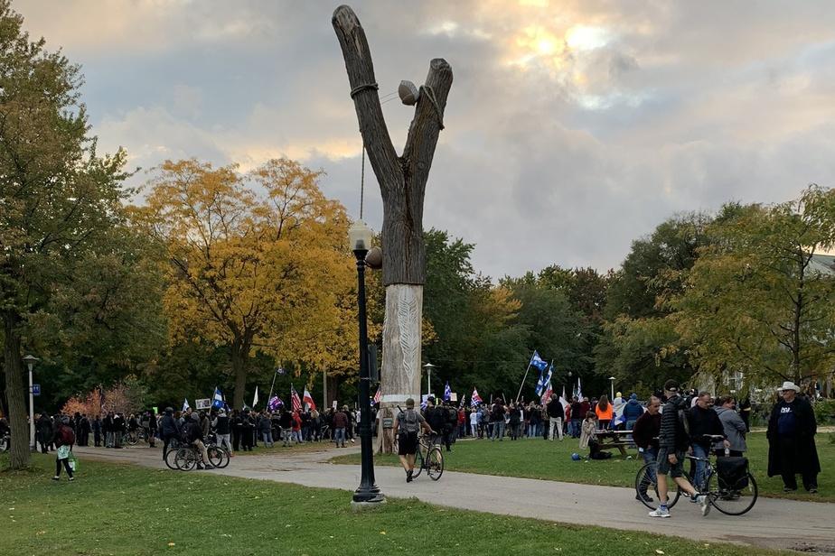 Manifestation antimasque  | Quelques centaines de personnes se réunissent au parc La Fontaine