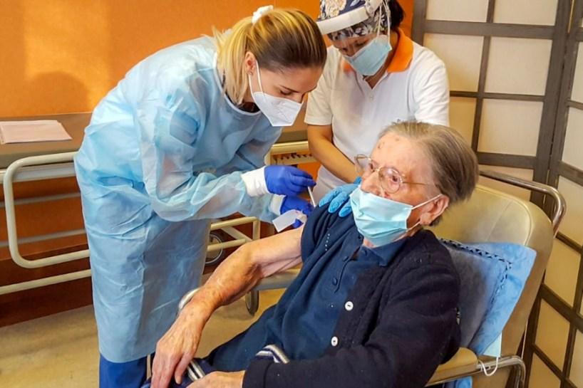 COVID-19 | Une Italienne vaccinée à 108ans
