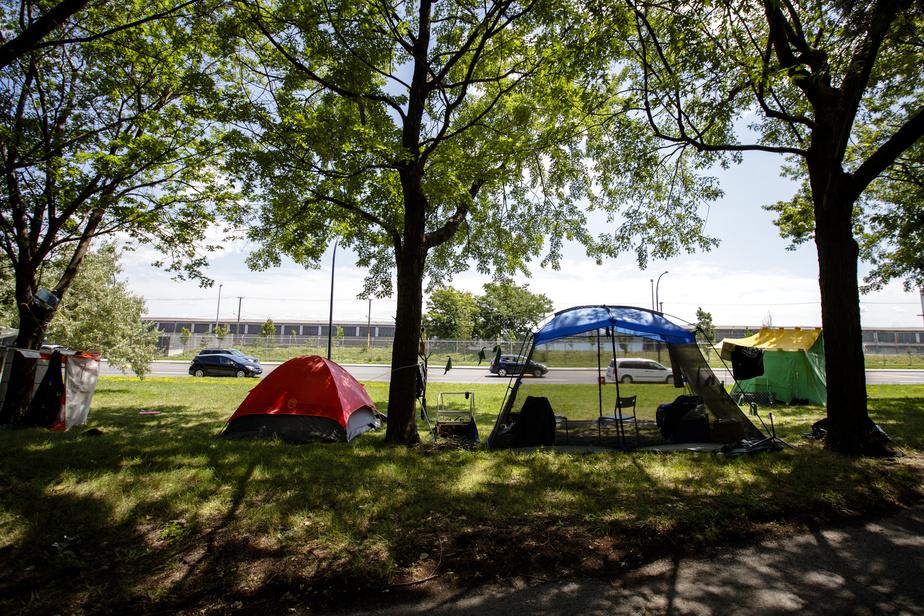Square Dézéry: des campements temporaires de sans-abri tolérés par la Ville