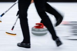 Curling | Des tests positifs à la COVID-19 mettent le Mondial sur pause