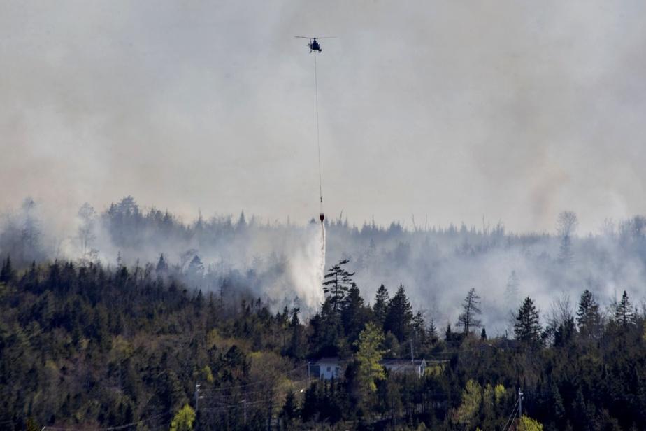Un incendie «hors de contrôle» en Nouvelle-Écosse