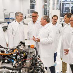 Staatssekretär Bilger informiert sich über Brennstoffzellenentwicklung