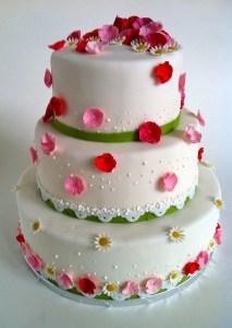 Torte-3Stock-Kamillenblueten2