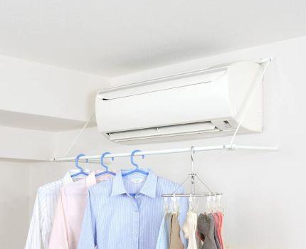 解決「雨で洗濯物が干せない問題」エアコンの風で洗濯物を乾かせるラック