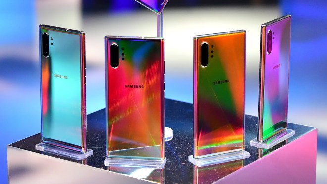 samsung galaxy note 10 plus colors under light
