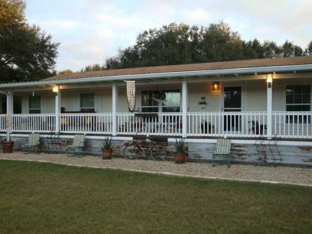 9 Beautiful Manufactured Home Porch Ideas   Mobile Home Living fully covered front porch on double wide