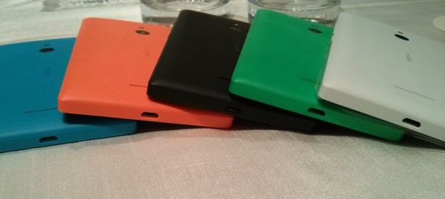 Nokia XL available in 6 colors