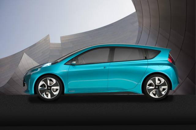 Prius_c_Concept_001-640x426 Toyota's Global Vision Sees 10 New EVs in 4 Years