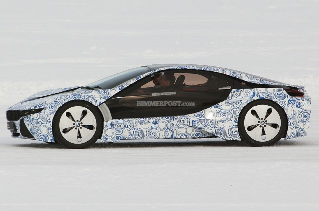bmw-i8-640x424 Live Video: BMW i8 (Vision EfficientDynamics) Playing in the Snow