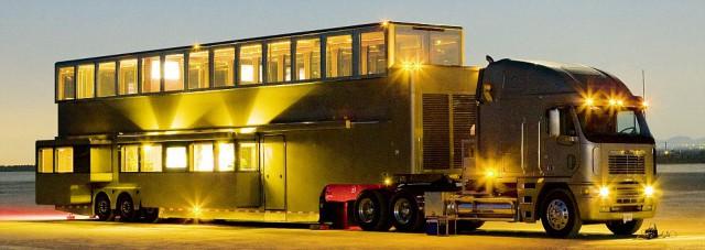 """ashton-kutchers-motorhome-04-640x227 Ashton Kutcher's 1,100 square-foot trailer redefines """"excessive"""""""