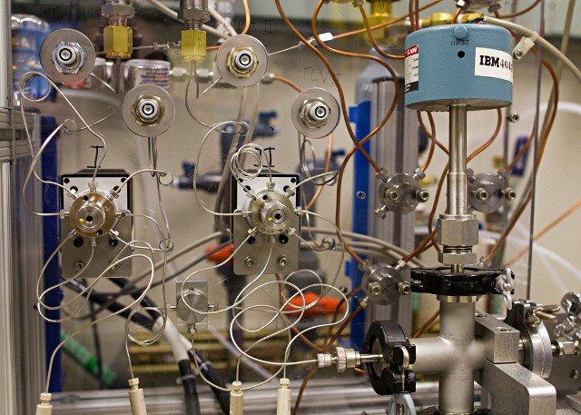 ibm-air-breathing-battery IBM's 500 Mile Lithium-Air Battery Breathes Air (Video)
