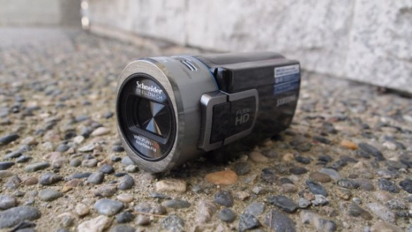 samcam-2-640x360 Review: Samsung HMX-QF20 HD Camcorder