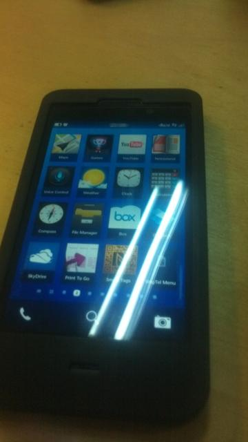 bb10 BB10 L-Series Device Shown in Another Leaked Photo