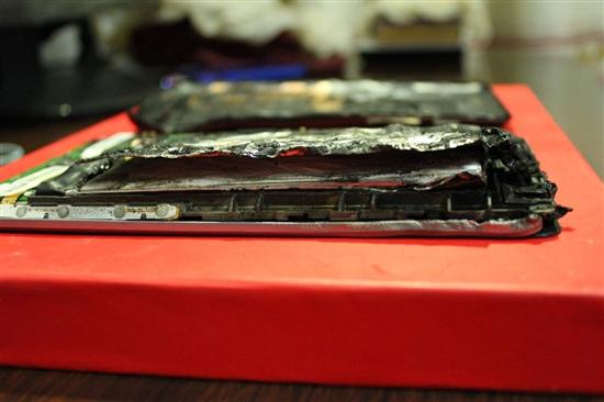 121113-nexus7b Nexus 7 Tablet Explodes, Melts, Looks Like Horse
