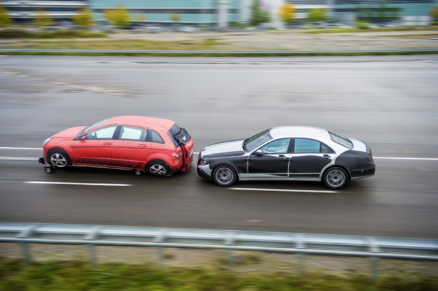 121206-merc-640x425 Self-Driving Mercedes S-Class Boasts a Lot of Fancy Tech