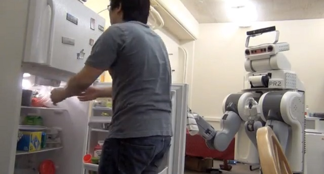 robot-servant The PR2 Personal Robot is A Real-Life Rosie the Robot - Sort Of