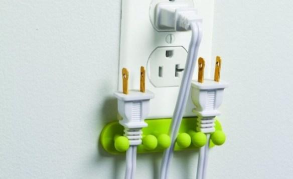 130815-plug-640x392 Hang Your Unused Power Cords with DCI Plug Out Plug Organizer