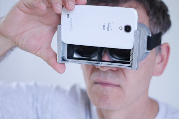 130905-3d Convert Your Smartphone to an Oculus Rift with These Gadgets
