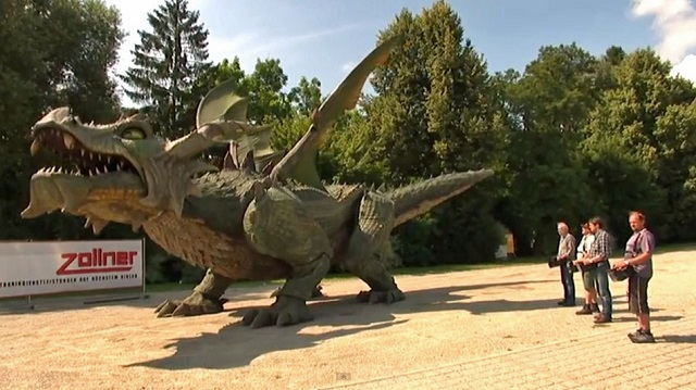 dragon Tradinno the Dragon: The World's Largest Walking Robot (Video)
