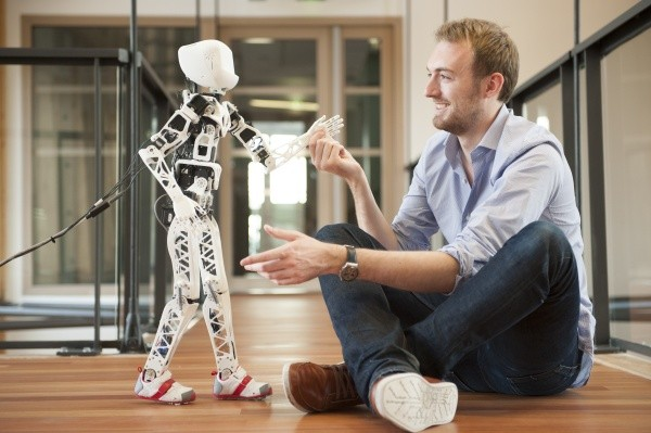 131023-robot Video: Poppy Bipedal Humanoid Robot Created with 3D Printers