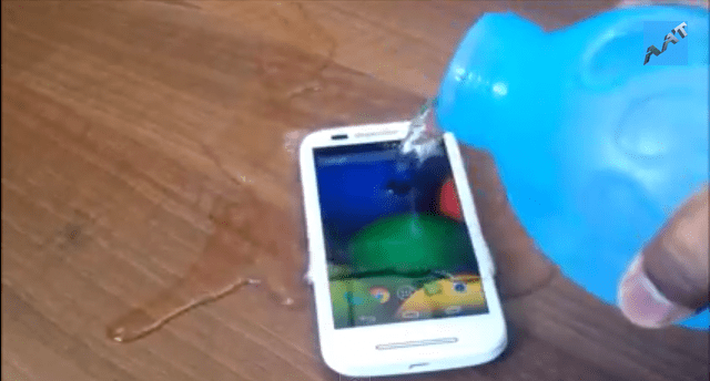 moto-e-drop-water-resistance-scratch-test Motorola Moto E Drop, Water Resistance And Scratch Test (Video)