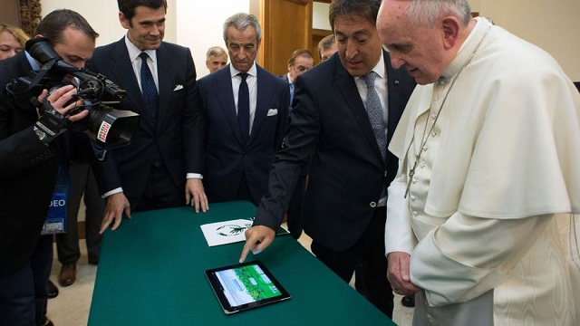 pope-francis-ipad Pope Francis Not Going To Bless Facebook With His Presence