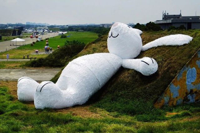 Florentijn-Hofman-giant-rabbit Giant Rabbit By Florentijn Hofman Unveiled In Taiwan (Video)