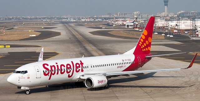 spicejet-boeing-737-800 Plane Hits Buffalo During Take-off In India