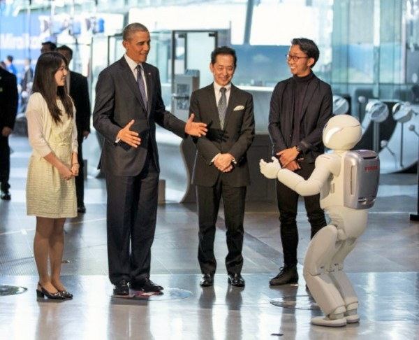 Robot0 President Obama Plays Football with Japanese Robot (VIDEO)
