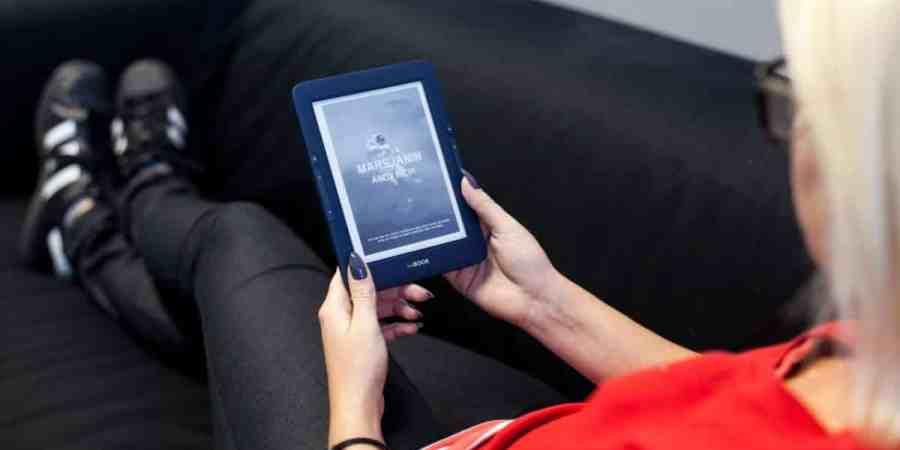 Czym się kierować przy wyborze czytnika e-booków?