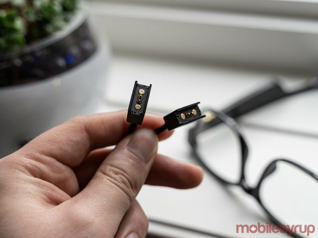 razer anzu smart glasses charger connectors scaled