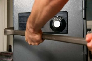 mobile-video-guard-discourage-burglar