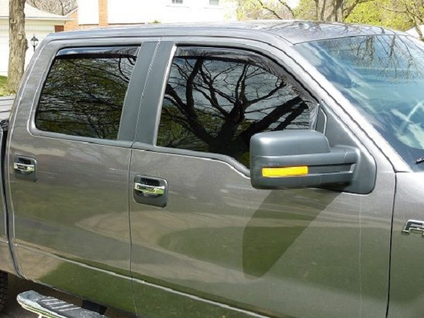 Standards to Keep in Choosing Mobile Window Tinting in Erie, PA