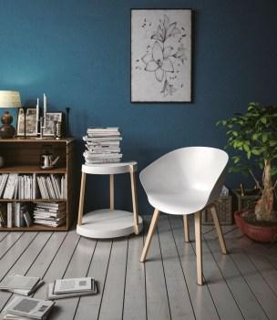 cadira-fixe-hop-amb-potes-de-fusta