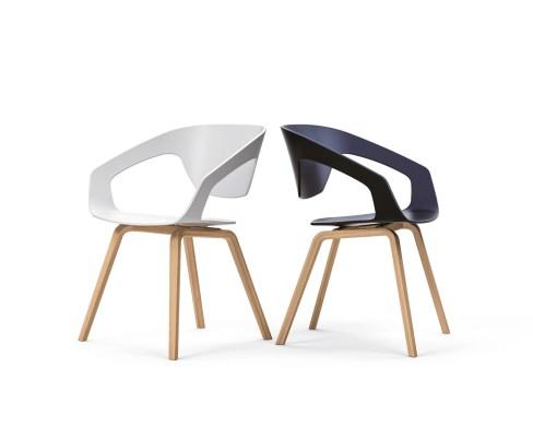 cadira-fixe-liner-de-polipropile-i-potes-de-fusta