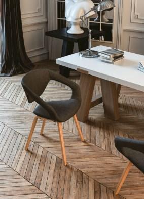 cadira-fixe-liner-entapissada-amb-potes-de-fusta