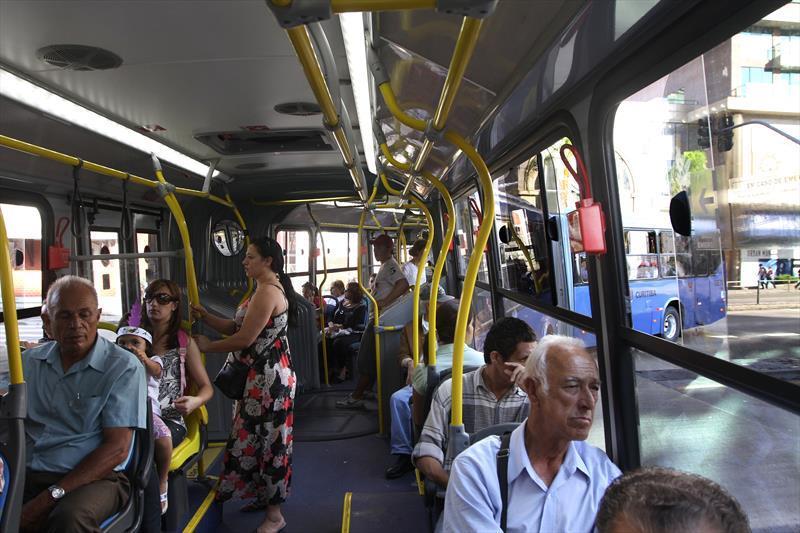 Dentro do ônibus