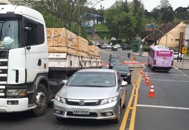 Caminhão quebrado Rua Professor Nilo Brandão