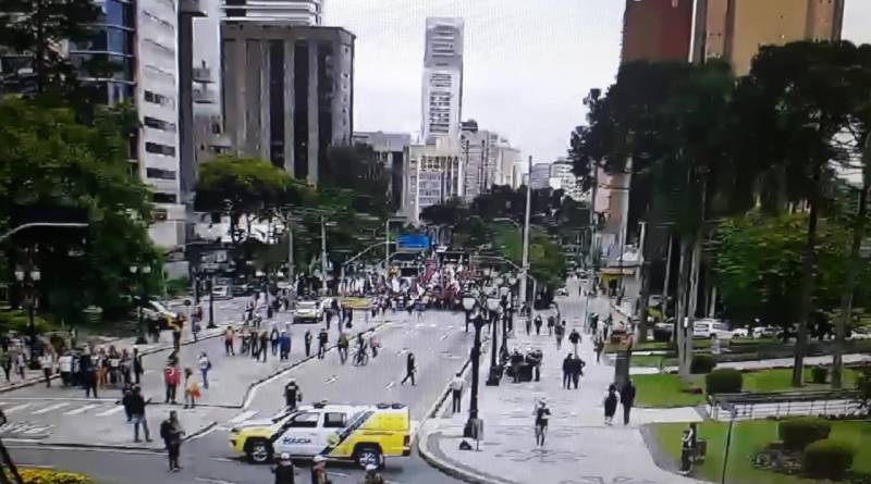 Protesto no Centro Cívico