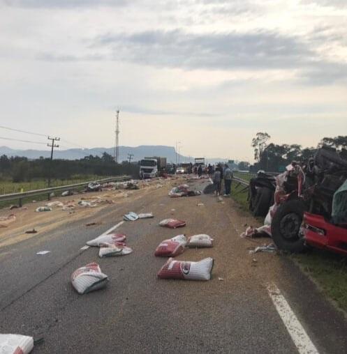 Caminhões Acidente BR-101 em Palhoça