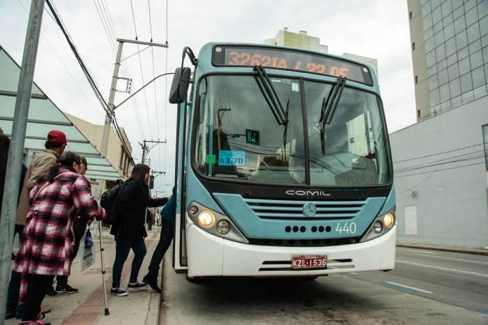 Ônibus Comil