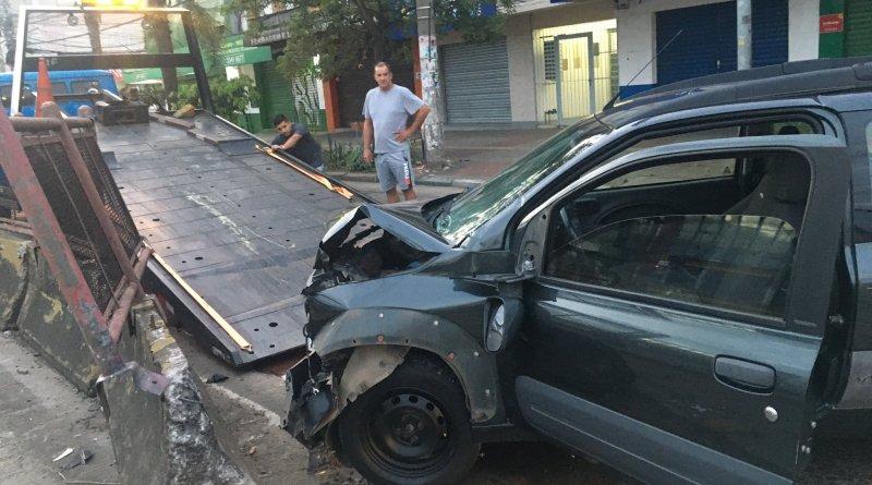 Carro na Avenida Assis Brasil