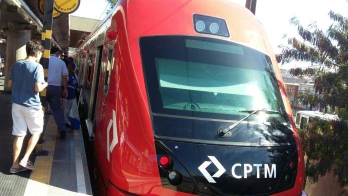 Trem série 8500 estacionado na plataforma da Estação Guaianases (Foto: CPTM Noticiando)