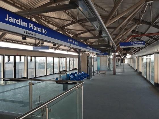 jardim planalto meio da plataforma Linha 15-Prata