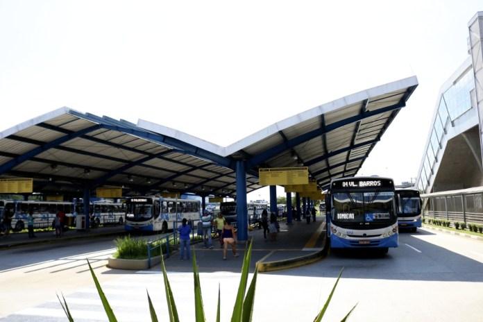 Terminal de Suzano biblioteca comunitária