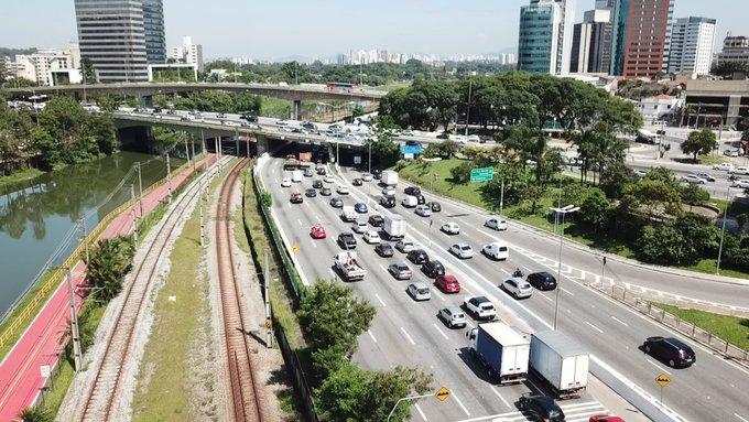 Caminhões Marginal Pinheiros Plano de emergência Capital paulista