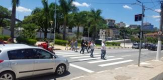 Trânsito na Avenida Bussocaba