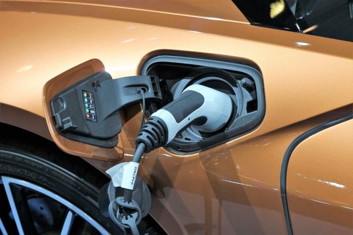 Veículos híbridos e elétricos