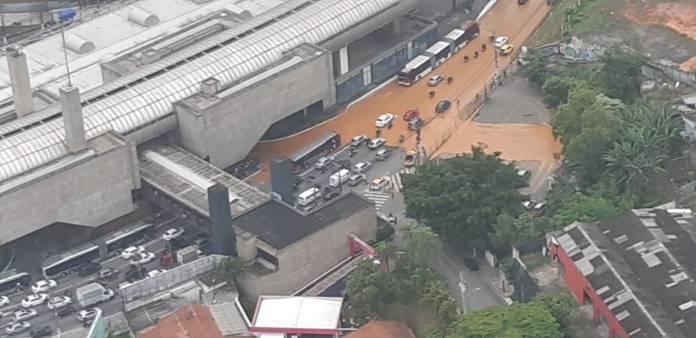 Avenida João Dias alagada